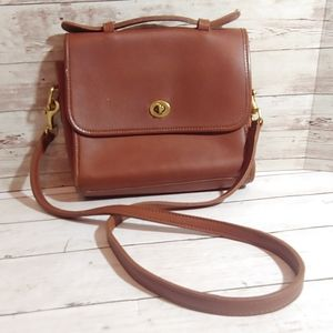 EUC Coach vintage court crossbody leather handbag
